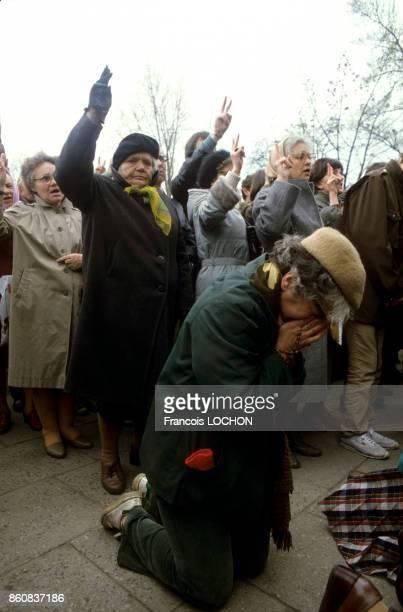 Fidèles lors de la messe à la mémoire du père Jerzy Popieluszko aumônier du syndicat Solidarnosc assassiné en 1984 en présence d'une foule...