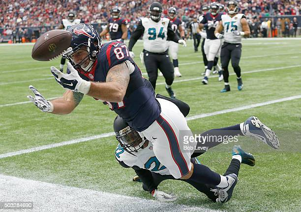 J Fiedorowicz of the Houston Texans drops the pass while being covered by Aaron Colvin of the Jacksonville Jaguars in the second quarter on January 3...