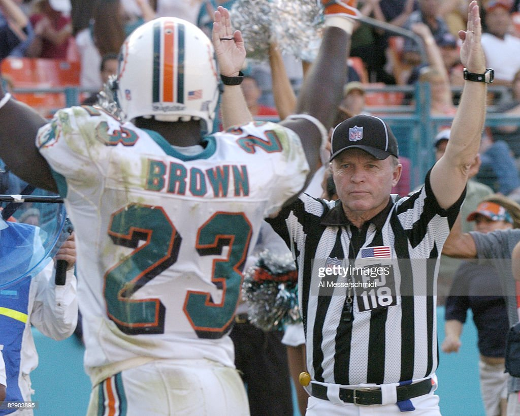 Buffalo Bills vs Miami Dolphins - December 4, 2005 : News Photo