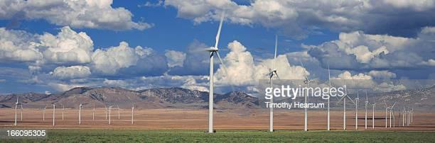 field of wind generators, mountains and sky beyond - timothy hearsum stockfoto's en -beelden