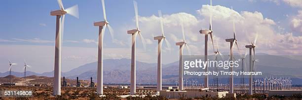 field of wind generators - timothy hearsum photos et images de collection