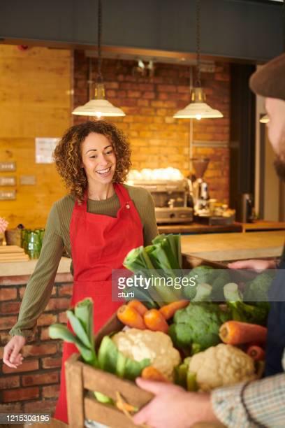 フィールドからテーブルへ - 食物連鎖 ストックフォトと画像