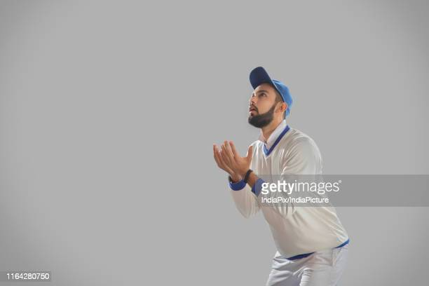 fielder waiting to catch a ball on grey background - catching stock pictures, royalty-free photos & images