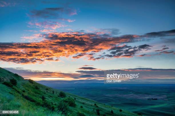 fiery light of sunrise - don smith imagens e fotografias de stock