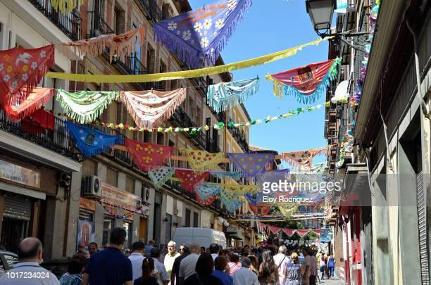 """fiestas de """"la paloma"""" en madrid - fete fotografías e imágenes de stock"""