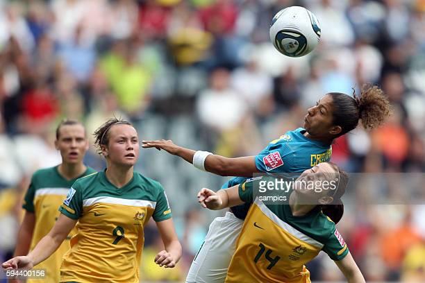 vl Christiane gegen Collette McCallum Gruppe D Brasilien Australien 10 FifA Frauen Fussball WM Weltmeisterschaft 2011 in Deutschland FIFA women...