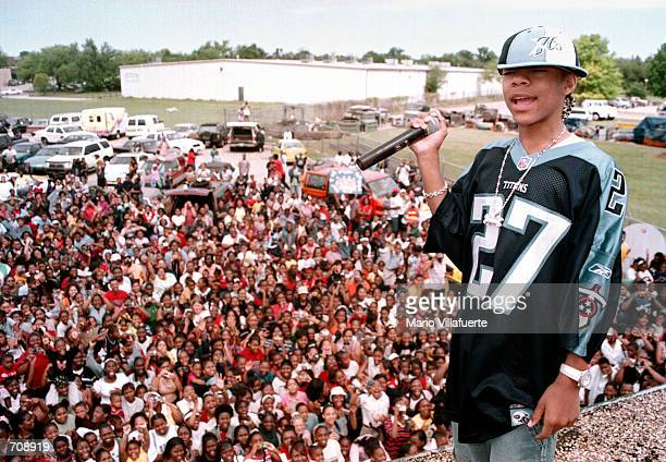 Fifteenyearold rapper Lil Bow Wow greets fans from the rooftop of a radio station April 22 2002 in Shreveport LA An additional appearance by Lil Bow...