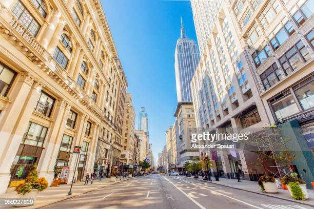 fifth avenue and empire state building in manhattan, new york, usa - midtown manhattan stock pictures, royalty-free photos & images