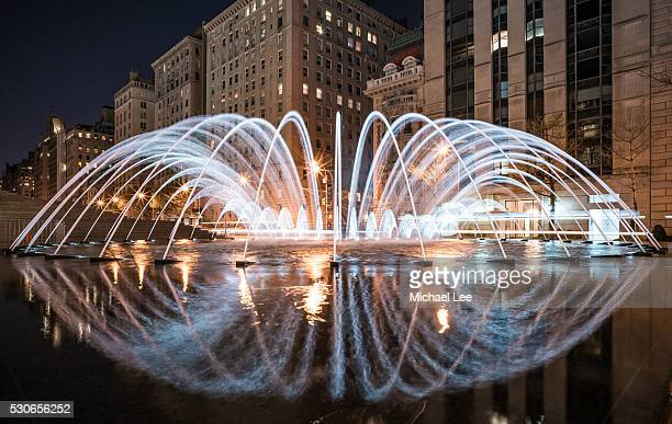 fifth avenue fountain - new york - metropolitan museum of art new york city stock pictures, royalty-free photos & images