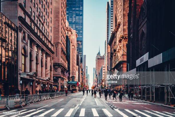 fifth avenue in midtown manhattan - high street stock pictures, royalty-free photos & images