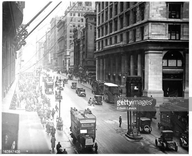 Fifth Avenue in New York City circa 1920
