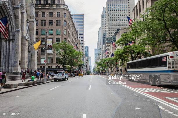 fifth avenue - fifth avenue stock pictures, royalty-free photos & images
