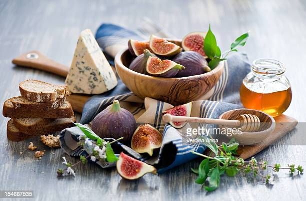 fig, gorgonzola and honey tartines. - anna verdina stock photos and pictures