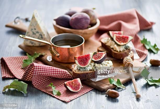 fig, gorgonzola & honey tartines - anna verdina stock photos and pictures
