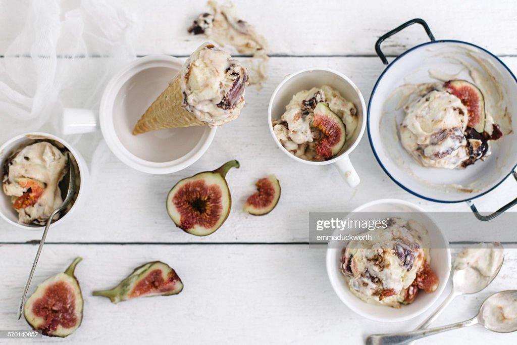 Fig ice-cream scoops and cones : ストックフォト