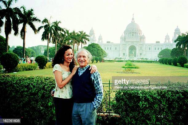 Figaro ID 055656002 Musician Ravi Shankar and daughter Anoushka Shankar are photographed for Le Figaro Magazine on December 16 2002 in front of...