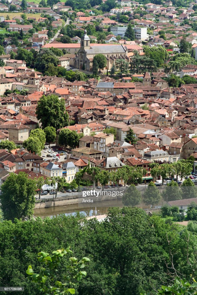 Figeac viewed from the hill of 'Cingle'. : News Photo