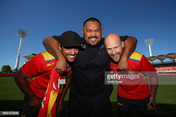 UFC fighter and Dunamis actor Mark Hunt poses with Aaron Hall and Gary Ablett of the AFL Gold Coast Suns at Metricon Stadium Hunt on August 26 2016...