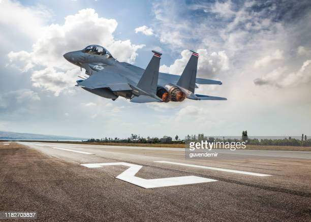 fighter jet taking off - taking off activity stock pictures, royalty-free photos & images