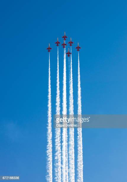 fighter jets performing airshow - arrangement stock pictures, royalty-free photos & images