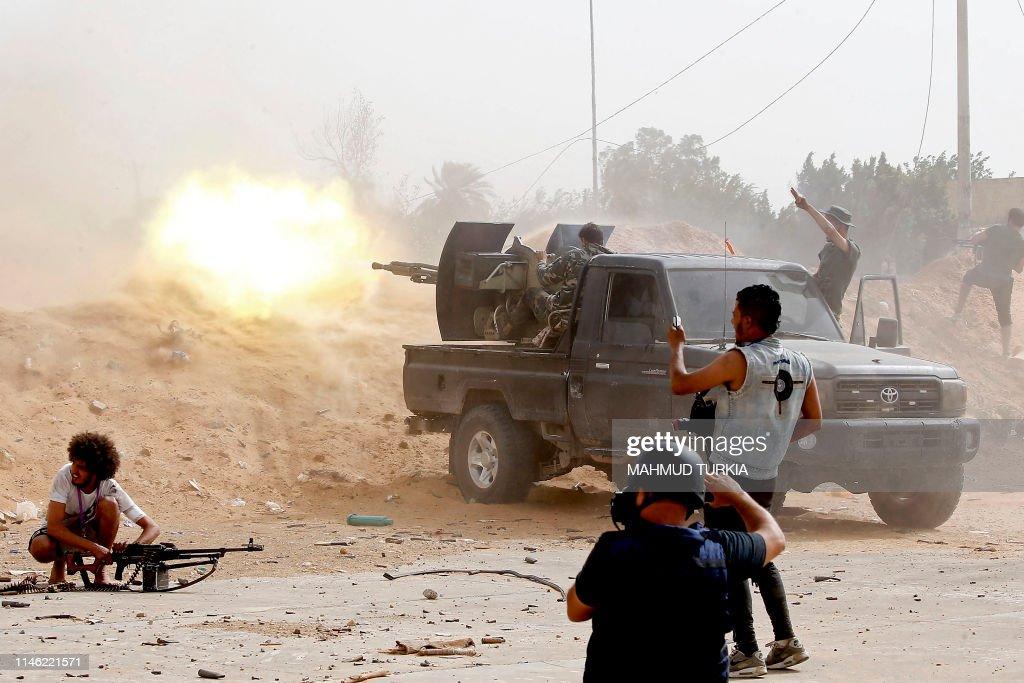TOPSHOT-LIBYA-CONFLICT-FIGHTING : News Photo