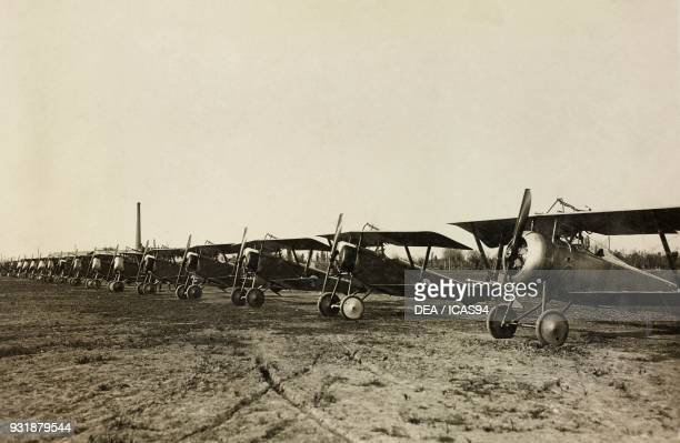 Fighters Nieuport 11 and Nieuport 17 of the Italian Air Force at an airfield, World War I, Italy, 20th century.
