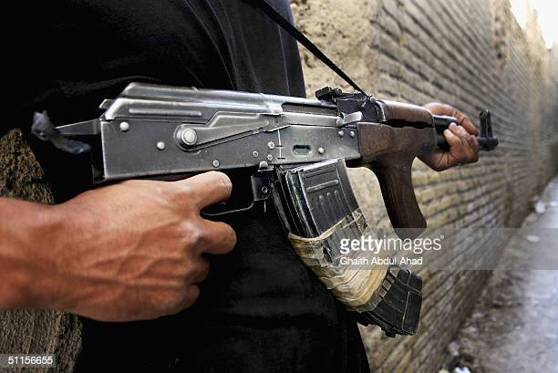 fighting continues in najaf - shi'ite islam stock pictures, royalty-free photos & images