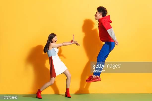 fighting, young couples - pareja heterosexual fotografías e imágenes de stock