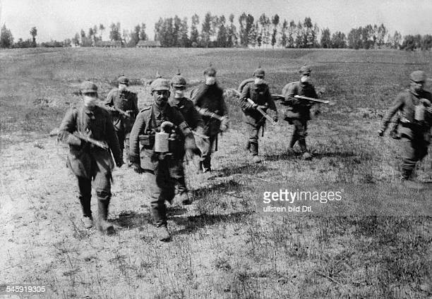 Fightings at Ypres / Yser river German infantrymen with face masks on a field sl