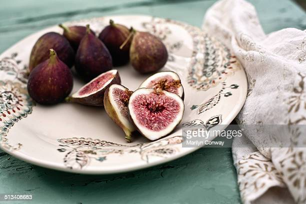 Figs on plate with napkin