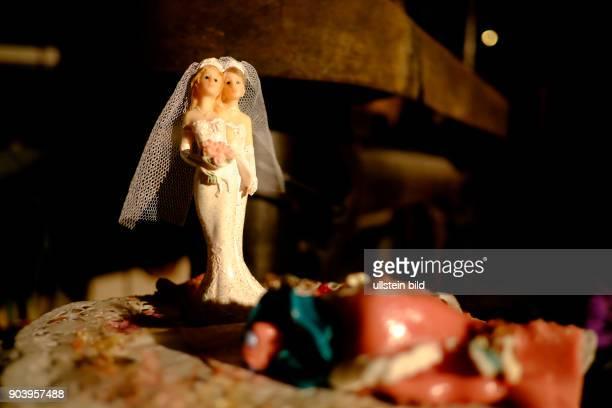 Figur eines lesbischen Braupaares auf einer Hochzeitstorte