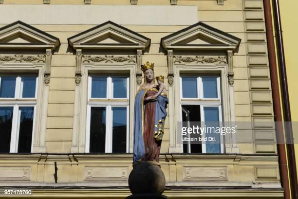 Figur Madonna mit Kind Altbauten Stary Targ Cieszyn Polen