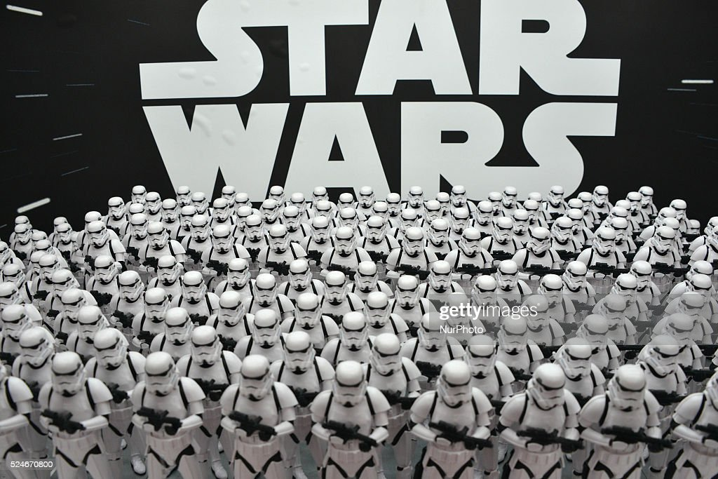 Stormtrooper From The Movie Star Wars Are Displayed In Akihabara : ニュース写真
