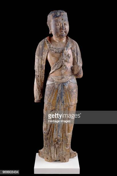 Figure of the bodhisattva Guanyin Northern Song Dynasty 960 1127 Dimensions height x width x depth 93 x 30 x 21 cm estimated max Artist Unknown