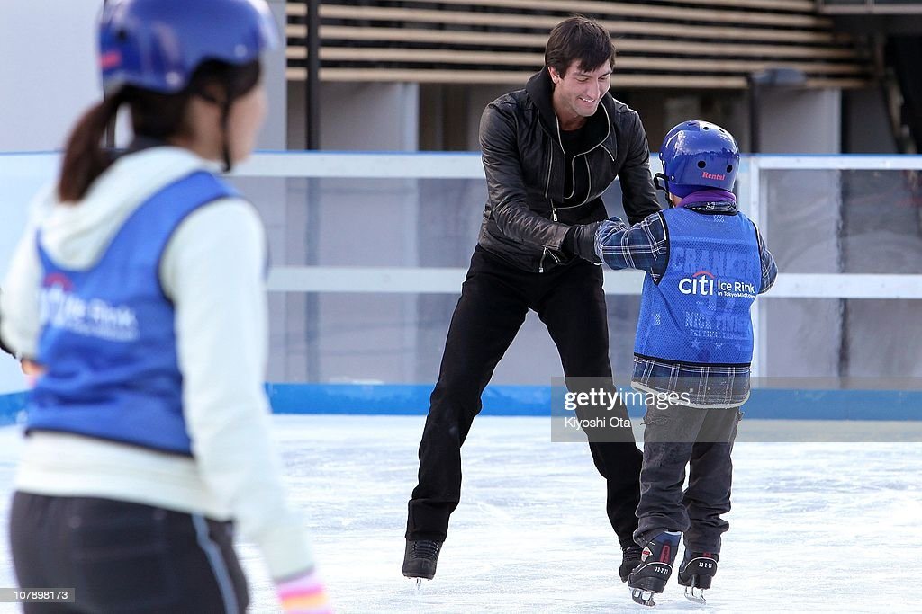 Figure skater Evan Lysacek of the United States, the 2010 Vancouver Winter Olympics figure skating gold medalist, gives ice skating tutorials to children after the opening ceremony for the Citi Ice Rink at Tokyo Midtown on January 6, 2011 in Tokyo, Japan. The outdoor ice skating rink will open between January 7 and February 28.