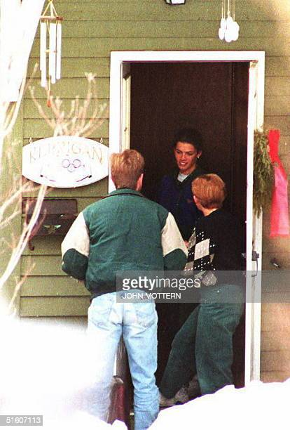 S figure skater Nancy Kerrigan and her mother Barbara receive a delivery of two onion pizzas at her family home 12 January 1994 in Boston MA The...