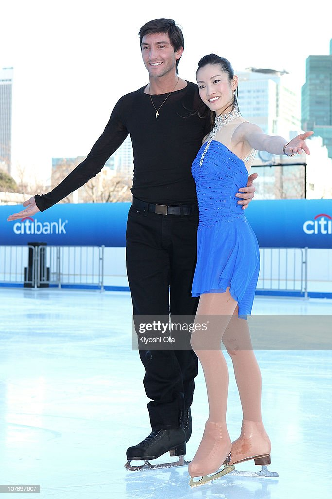 Figure skaters Evan Lysacek (L) of the United States, the 2010 Vancouver Winter Olympics figure skating gold medalist, and Shizuka Arakawa, the 2006 Turin Winter Olympics figure skating gold medalist, pose during the opening ceremony for the Citi Ice Rink at Tokyo Midtown on January 6, 2011 in Tokyo, Japan. The outdoor ice skating rink will open between January 7 and February 28.