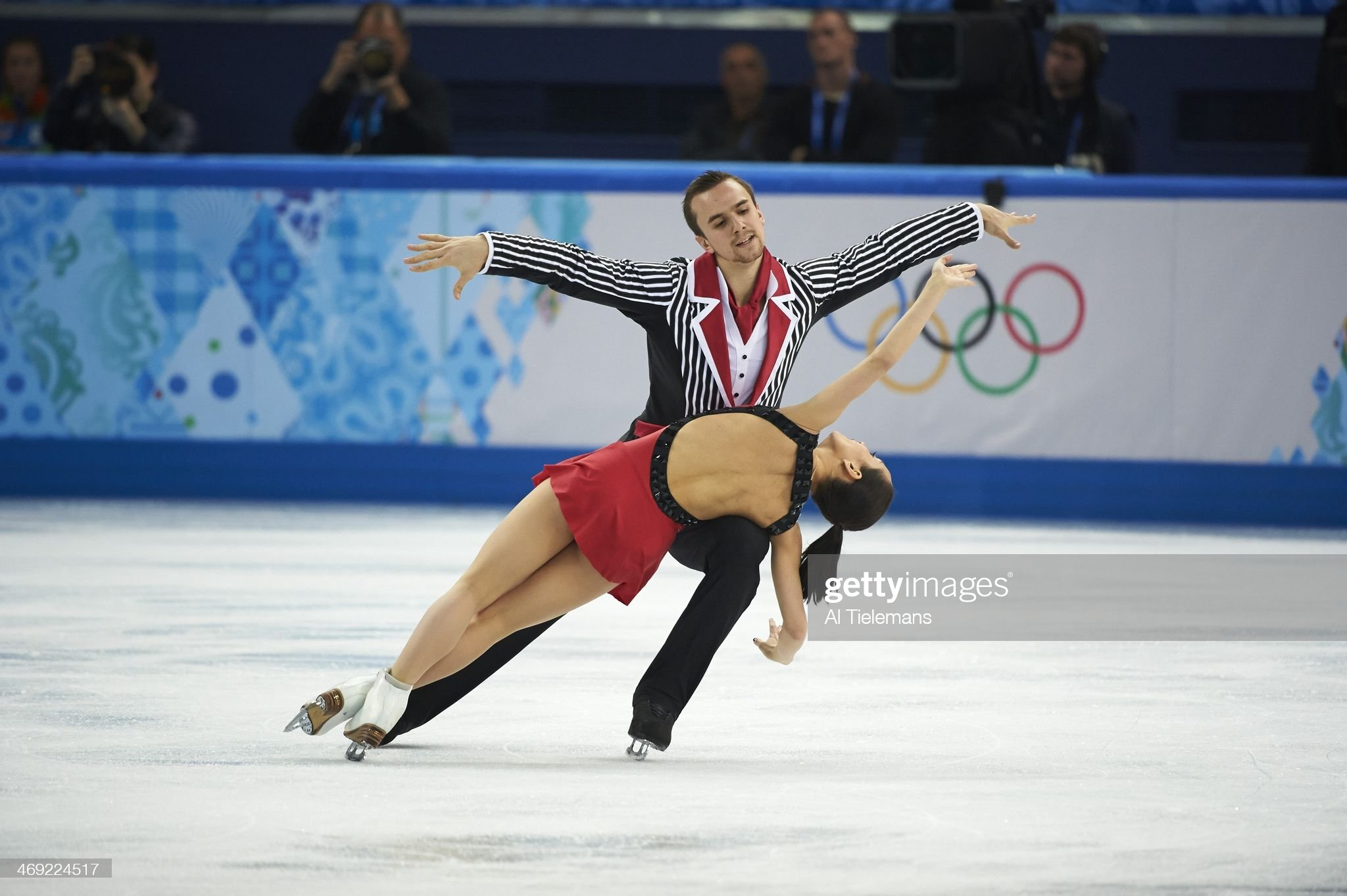 https://media.gettyimages.com/photos/figure-skating-2014-winter-olympics-russia-ksenia-stolbova-and-fedor-picture-id469224517?s=2048x2048