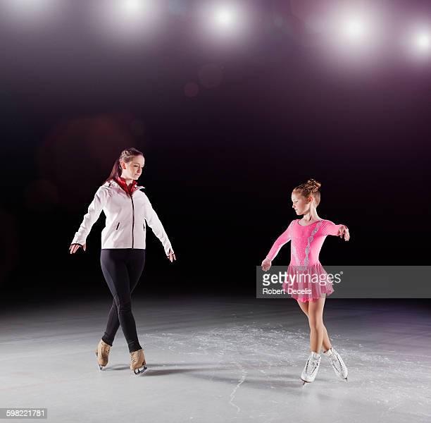 figure skating coach with pupil - patinagem artística imagens e fotografias de stock
