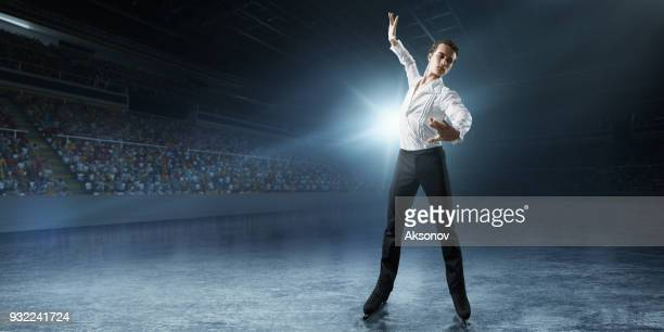 patinação artística. patinadora no gelo masculino - patinação artística - fotografias e filmes do acervo