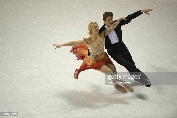 Championships: Madison Hubbell and Keiffer Hubbel in action during Ice Dancing Compulsory Dance at Spokane Arena. Spokane, WA 1/21/2010 CREDIT: Heinz...