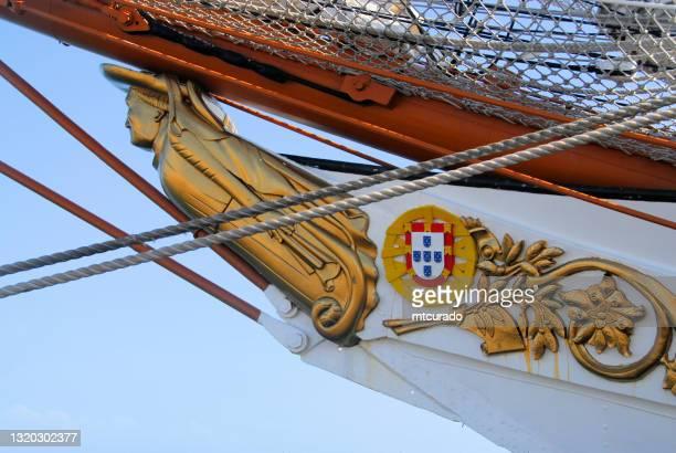 figura e mento della nave scuola nrp sagres della marina portoghese - principe enrico il navigatore, setubal, portogallo - sagres foto e immagini stock