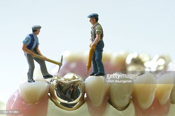 Figures of building workers on dentures Symbolic photo to the topic building site health service reform