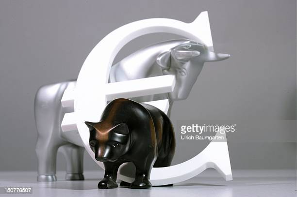 Figures of bull and bear with an Euro sign