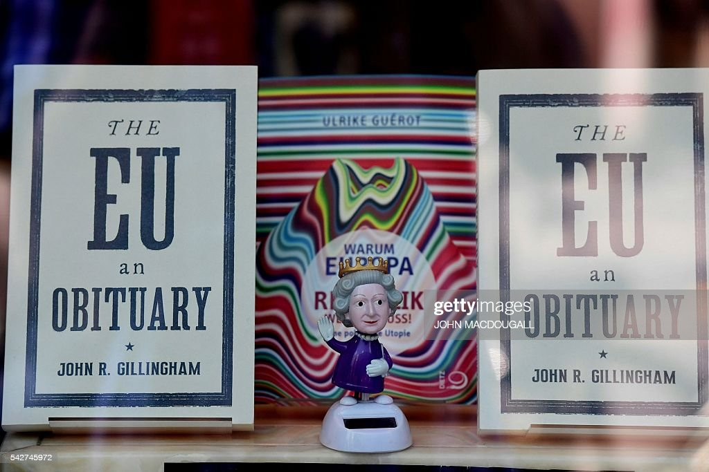 A figurine depicting Britain's queen Elizabeth II is on display near issues of the book 'The EU an Obituary' by John R Gillingham at a book shop window in Berlin on June 24, 2016. Britain has voted to break out of the European Union, striking a thunderous blow against the bloc and spreading panic through world markets on June 24 as sterling collapsed to a 31-year low. / AFP / John MACDOUGALL