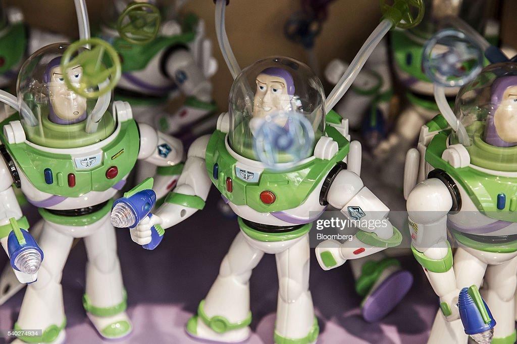 Toy Story Figurines : Dick smith disney pixar toy story inch talking buzz lightyear