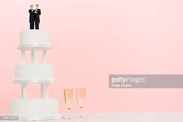 Figurines wedding cake and champagne
