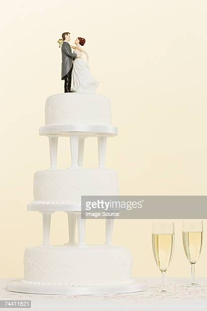 Figurines wedding cake and champagne