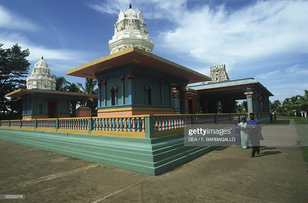 Fiji, Island of Viti Levu - Nadi, pilgrims in front of Hindu Temple Sri Siva Subramaniya : News Photo