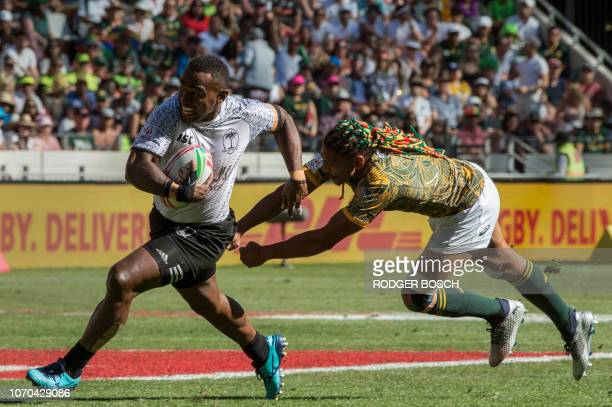 Fiji's Waisea Nacuqu beats off South Africa's Justin Geduld to score and South Africa on December 9 2017 at the Cape Town Stadium in Cape Town South...